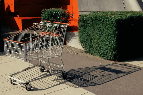 hüljatud ostukorvid ja must reede